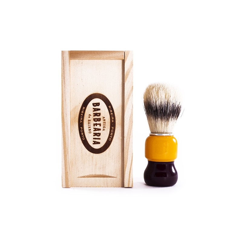 antiga barbearia de bairro shaving brush in a wooden box kuninghabe beard shaving razors. Black Bedroom Furniture Sets. Home Design Ideas